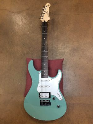 guitare Yamaha