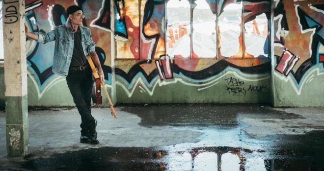 homme et graffiti