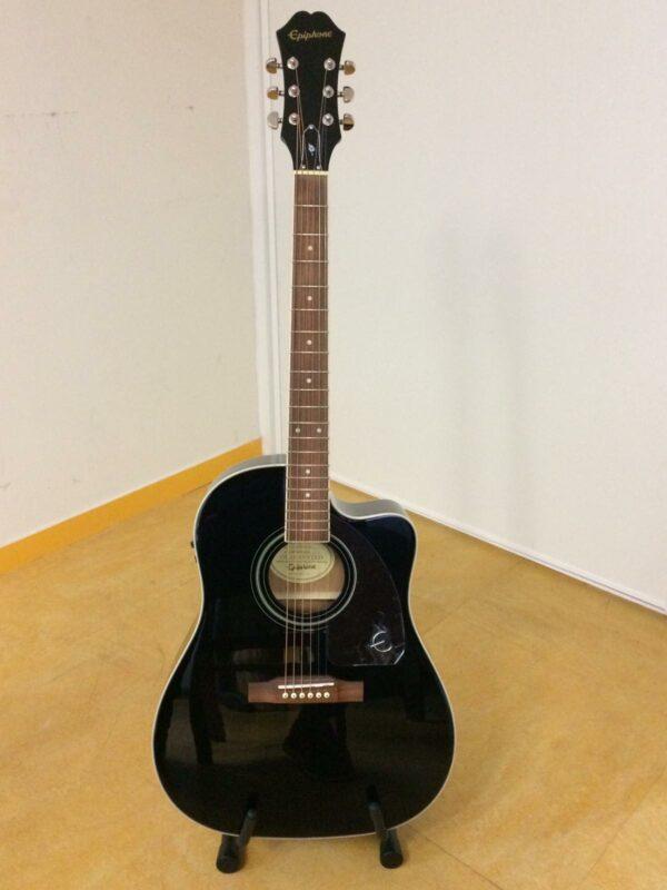 guitare acoustique noire
