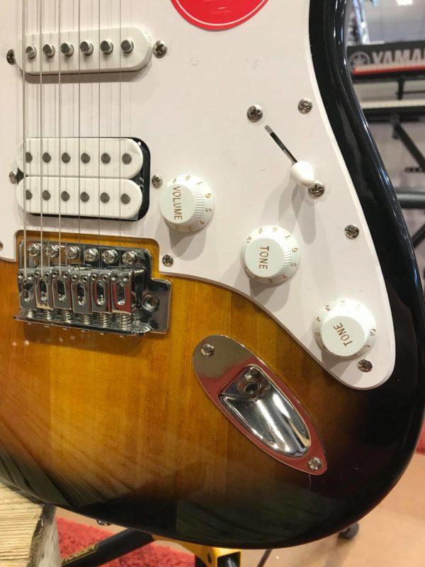 guitare marron avec potard