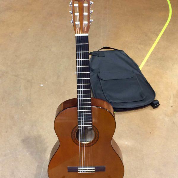 guitare classique Yamaha marron foncé