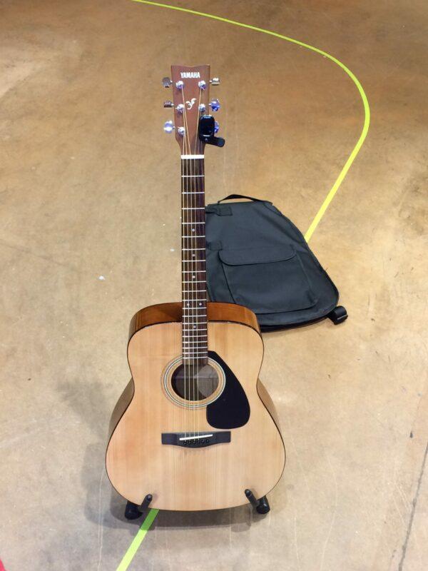 guitare folk marron clair