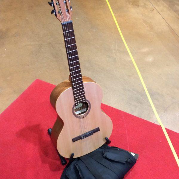 guitare classique marron clair