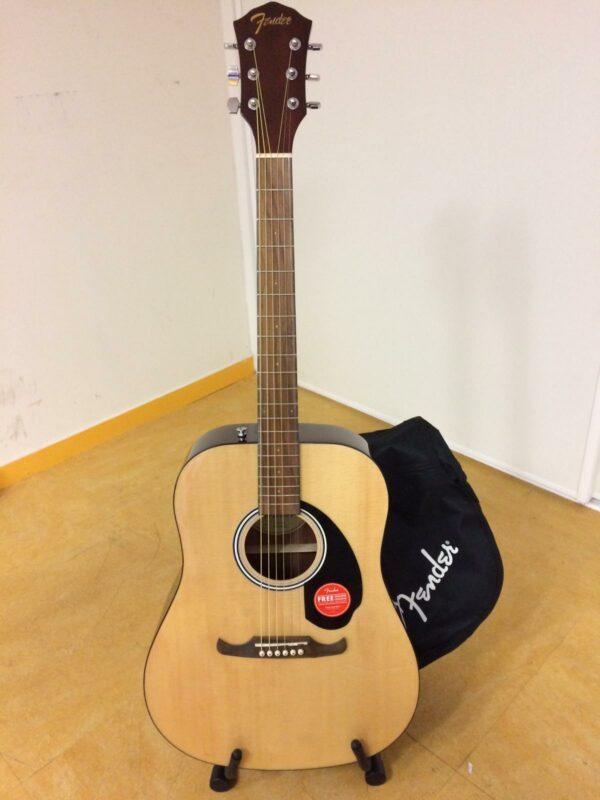 guitare acoustique marron clair