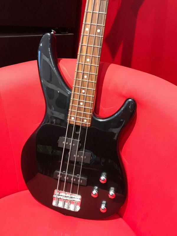 Guitare basse noire
