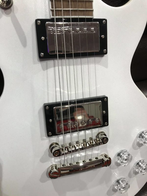 corps de guitare blanc