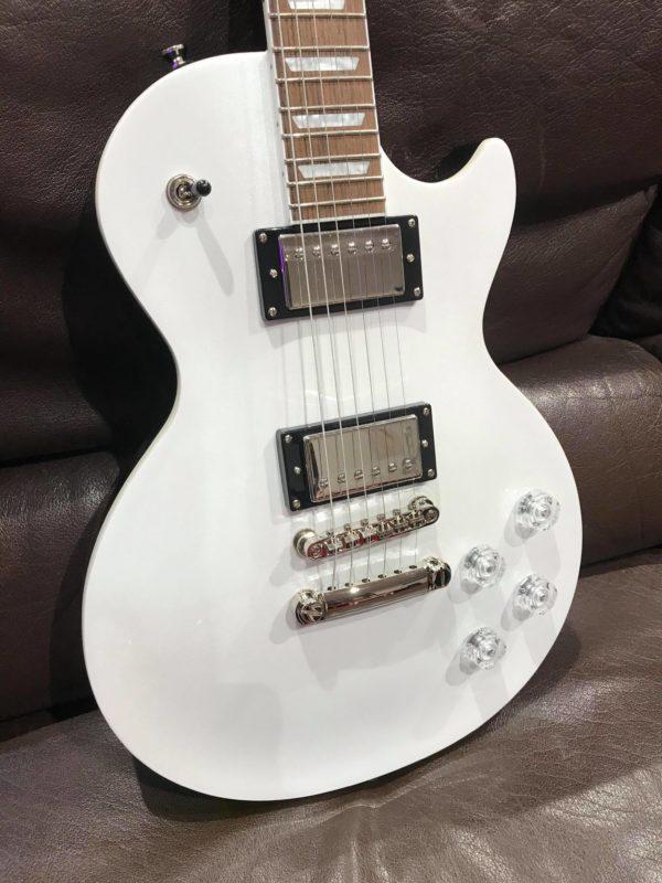 guitare blanche électrique