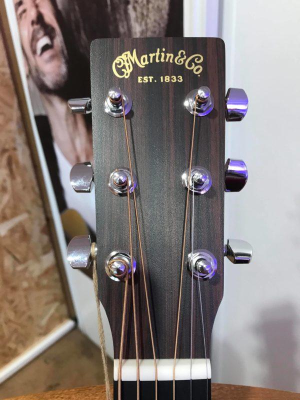 tête de guitare acoustique marron