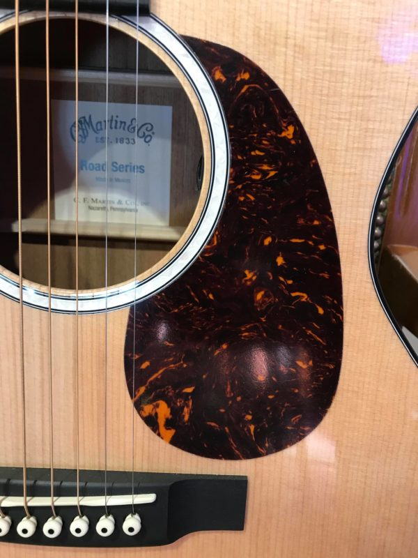 face de guitare électroacoustique
