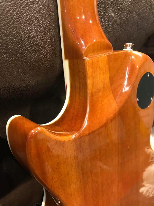 dos de guitare marron électrique