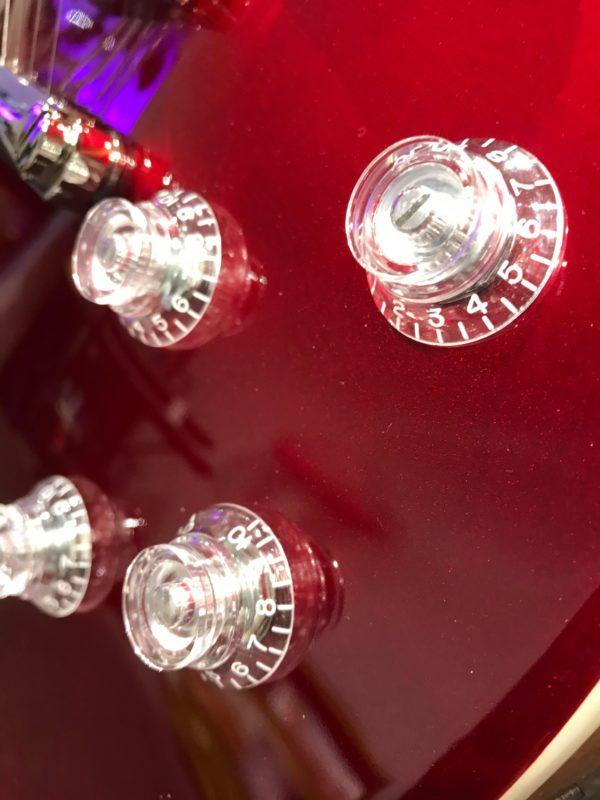 boutons de guitare rouge électrique