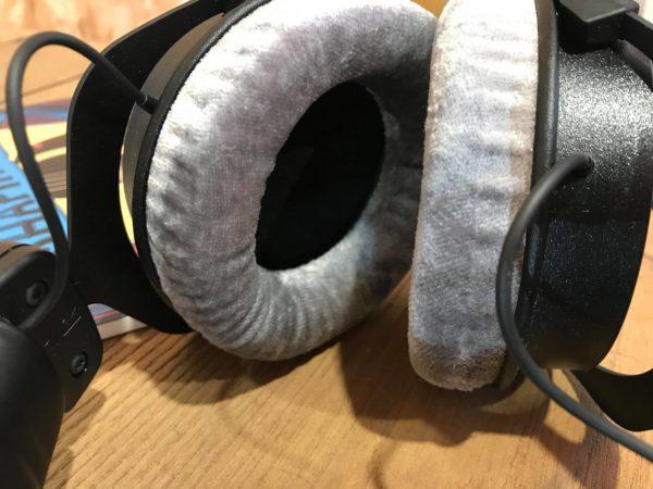 coussin gris casque