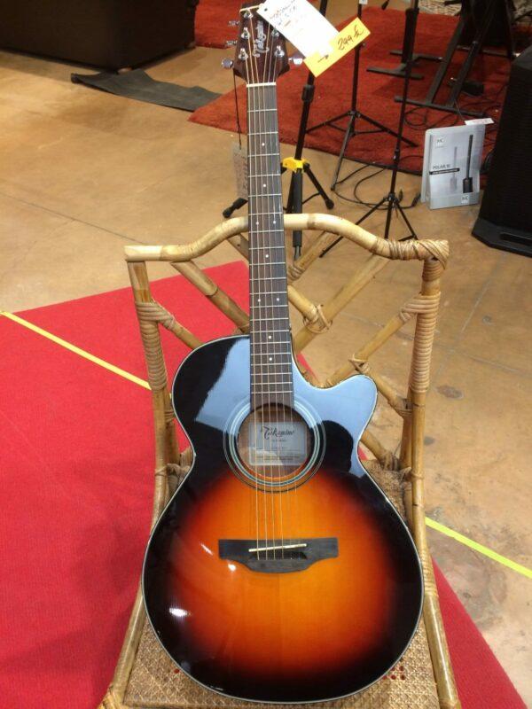 guitare acoustique marron et noir