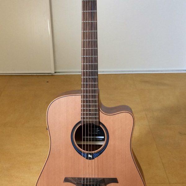 Guitare acoustique folk