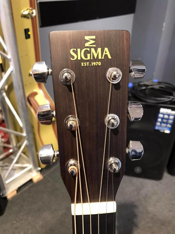 tête de guitare marron