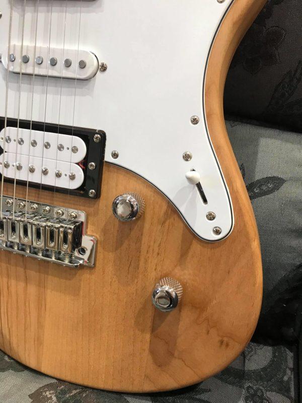 guitare électrique marron clair