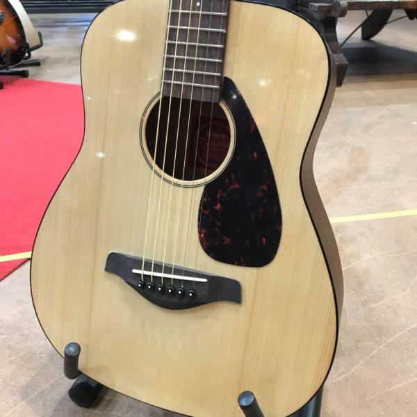 guitare acoustique de voyage