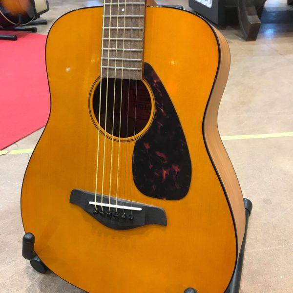 guitare acoustique couleur miel