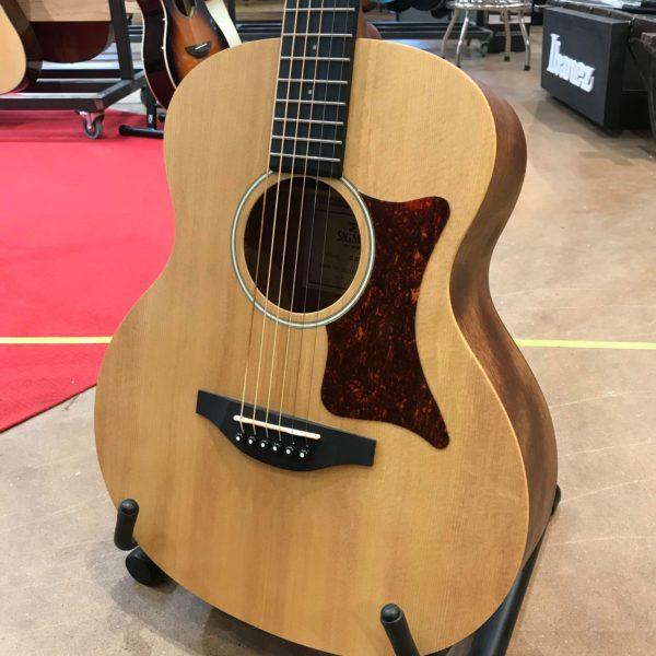 guitare acoustique posée