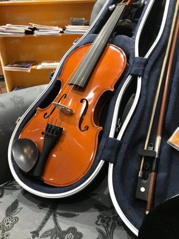 violon marron clair