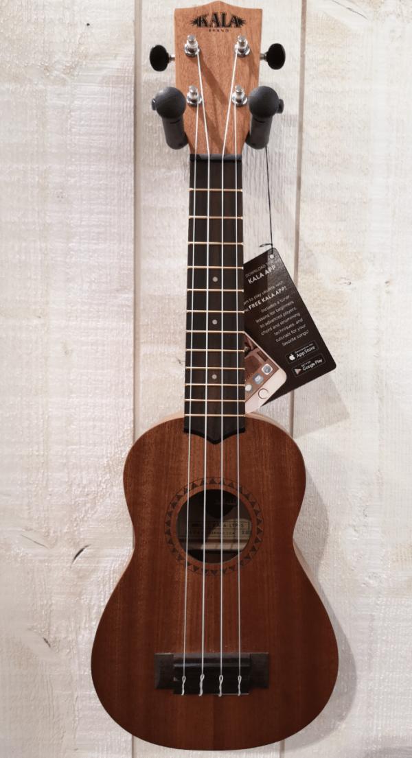 petite guitare marron accrochée