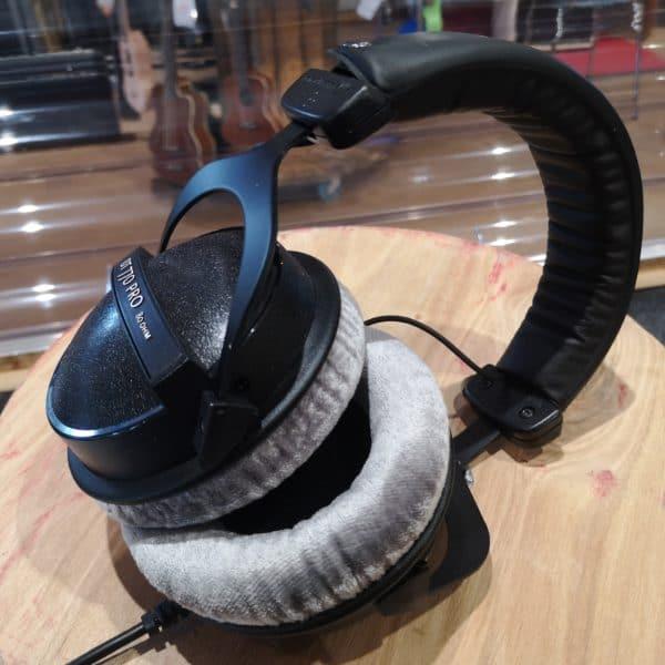 casque audio noir et gris