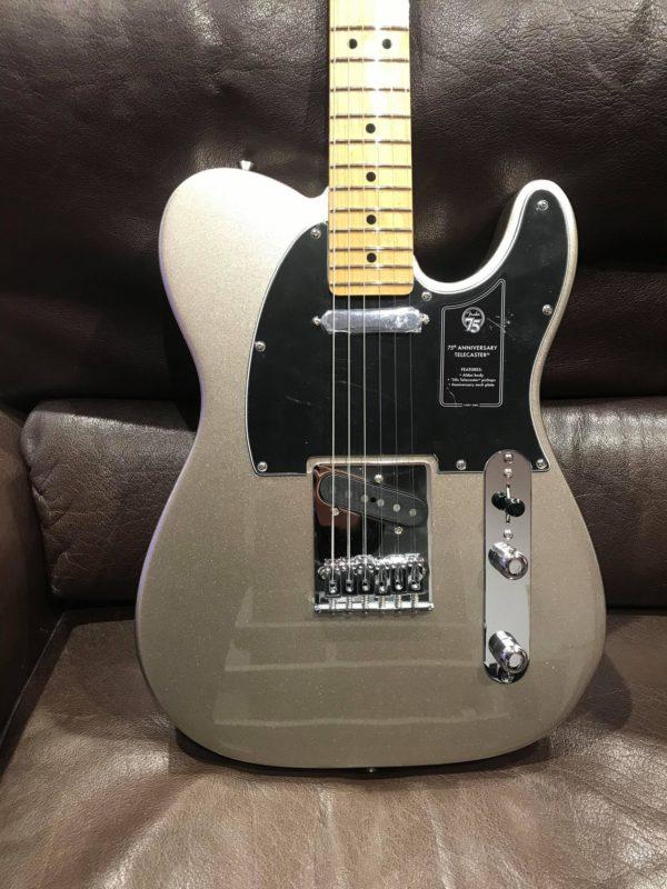 guitare électrique grise