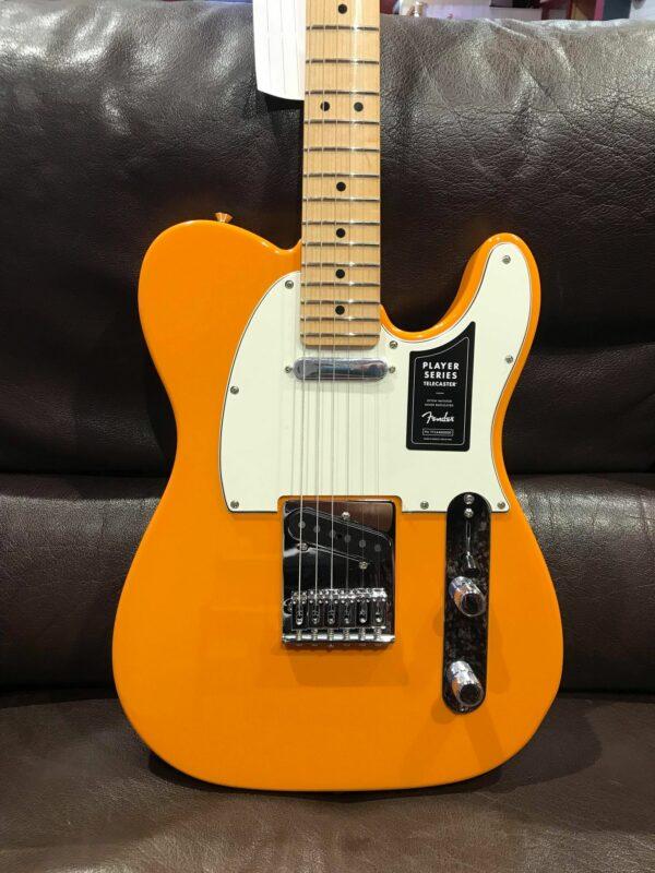 guitare électrique blanche et orange