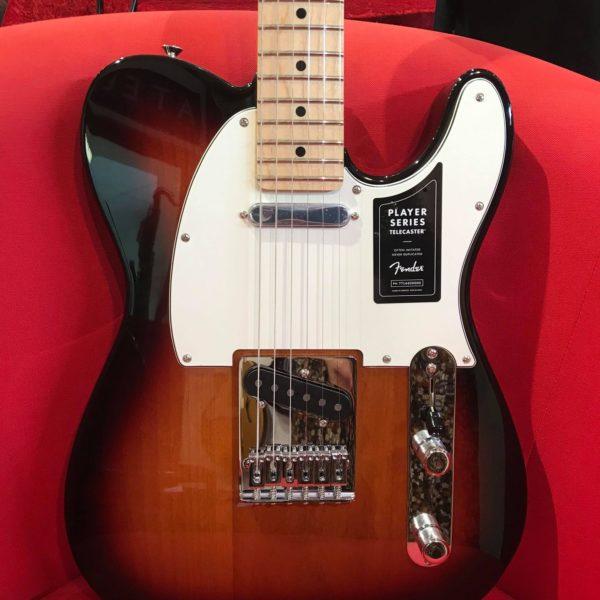 guitare électrique marron et blanche