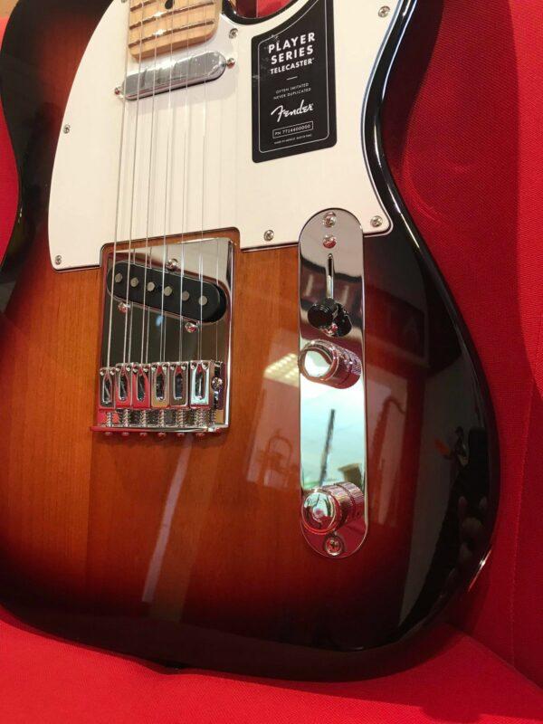 côté de guitare électrique marron