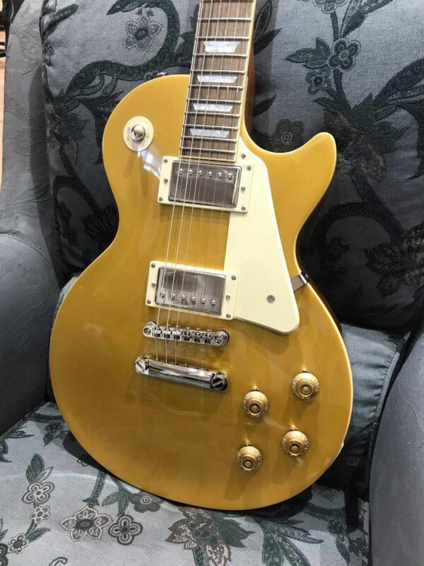 guitare électrique dorée