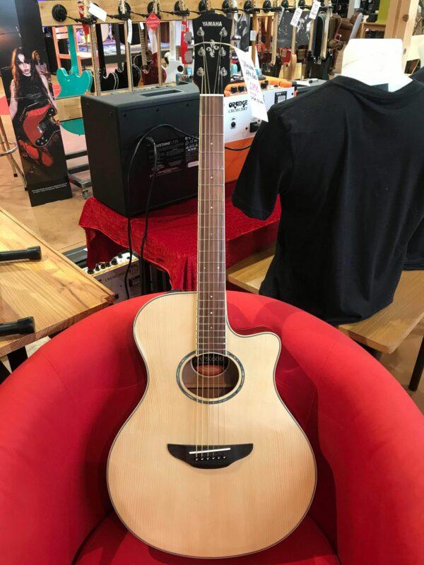 guitare électro acoustique naturelle