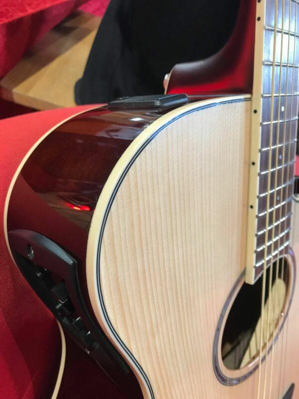 côté de guitare acoustique