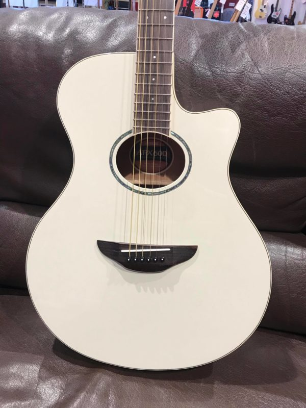 guitare acoustique blanche
