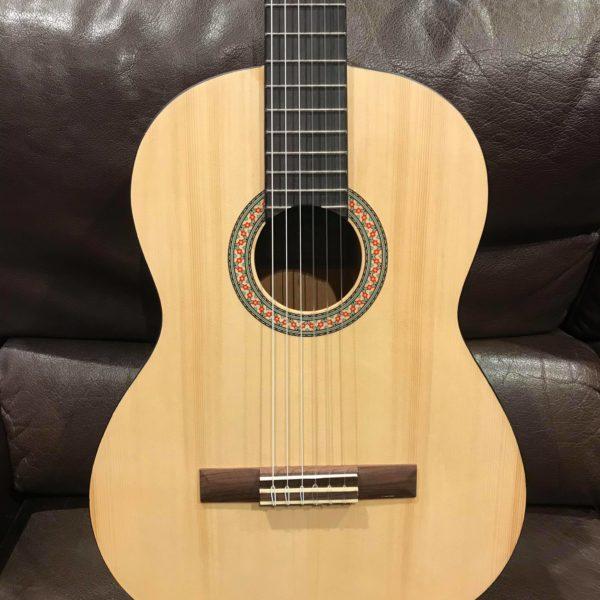 guitare classique couleur bois