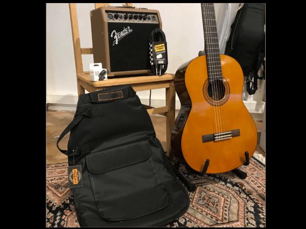 guitare classique avec housse noire