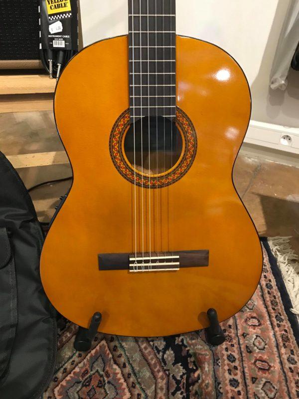 guitare marron classique