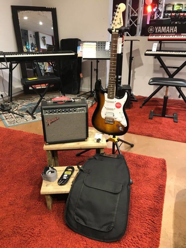Guitare avec ampli housse sangle accordeur jack
