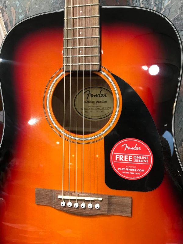 côté de guitare acoustique orange