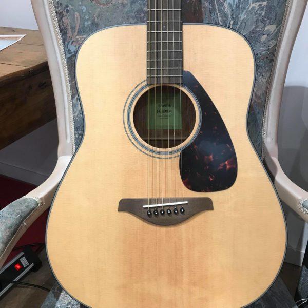 guitare acoustique folk posée