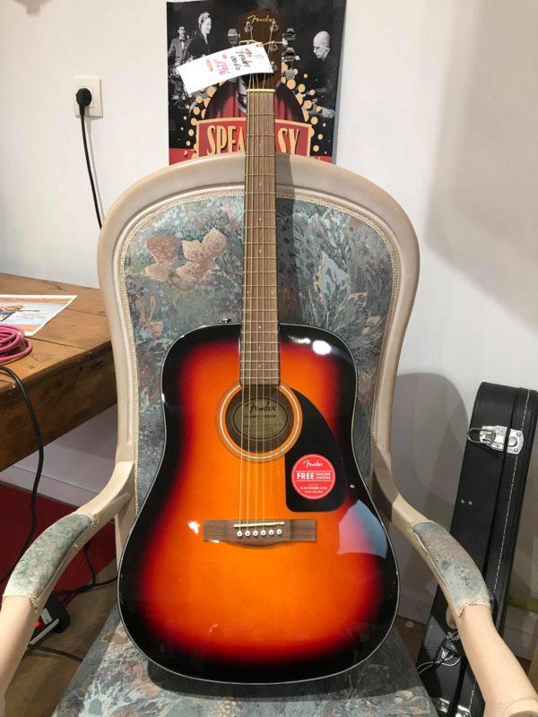 guitare acoustique orange