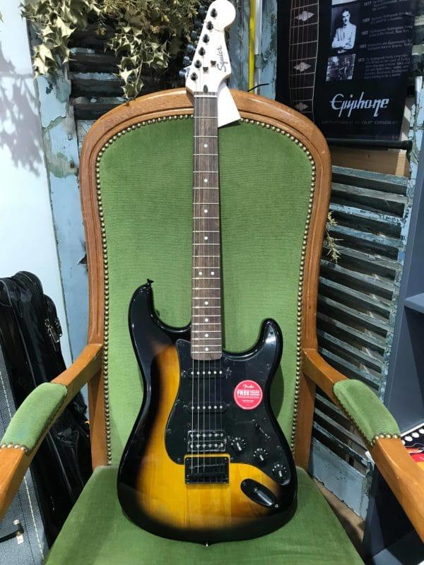 guitare électrique noire et marron