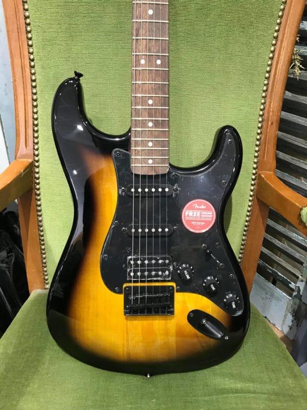 guitare électrique noire et marron clair