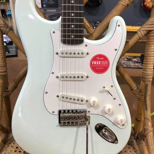 guitare électrique bleue pastel